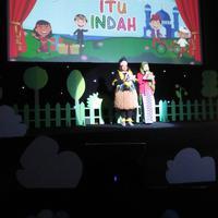 Sabtu (18/5), Rumah Dongeng Pelangi mengadakan buka bersama anak-anak prasejahtera. (Sumber foto: Fimela.com)