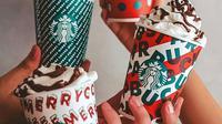 Minuman Starbucks edisi liburan akhir tahun. (dok. instagram.com/starbucksindonesia/https://www.instagram.com/p/B4cOdzjndkQ/Novi Thedora).