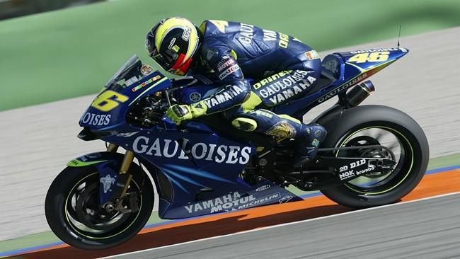 Valentino Rossi ketika menunggangi motor Yamaha YZR-M1.