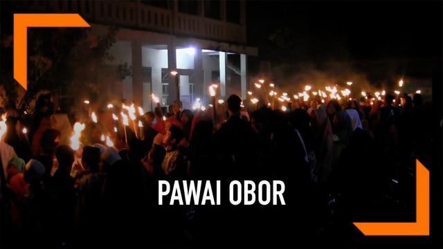 Malam nuzulul quran diperingati meriah ratusan warga di Tegal Jawa Tengah. Rabu (22/5) malam mereka menggelar pawai obor, berjalan kaki mengelilingi perkampungan.