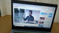 Aprisman Aranda merupakan wasit termuda Indonesia yang memiliki lisensi FIFA. (Bola.com/Rizki Hidayat/YouTube PSSI TV)
