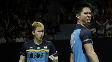Ganda putra Indonesia, Kevin Sanjaya / Marcus Gideon, merayakan kemenangan atas ganda Jerman pada Indonesia Masters 2019 di Istora Senayan, Jakarta, Rabu (23/1). Kevin / Marcus lolos ke 16 besar. (Bola.com/M. Iqbal Ichsan)