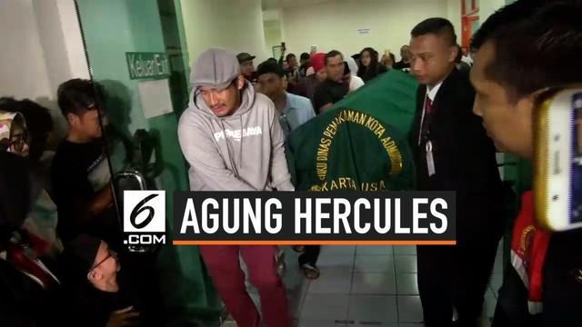 Agung Hercules meninggal karena penyakit kanker otak di Rumah Sakit Dharmais, Jakarta. Di mata sahabat yang menjenguknya, Almarhum tidak pernah terlihat mengeluh.