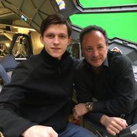 Tom Holand, aktor yang akan berperan sebagai Peter Parker alias Spiderman berkunjung ke set lokasi syuting Captain America: Civil War.