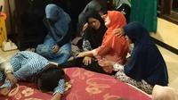 Kesedihan di rumah duka Budi Hartono (Dian Kurniawan/Liputan6.com)