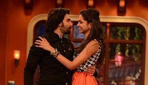 Tak biasanya, Deepika Padukone dan Ranveer Singh memamerkan kemesraan di depan publik. (Times of India)