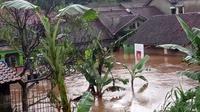 Banjir bandang menerjang Kampung Leuwiliang RW 06-07, Desa Tanjungwangi, Kecamatan Cicalengka. (Dok. BPBD Kab. Bandung)