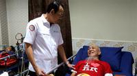 Direktur Utama BPJS Kesehatan, Fachmi Idris melalukan spotcheck di Klinik Hemodialisis Tidore, Jakarta Pusat, Senin (13/01/2020), yang mana cuci darah untuk pasien JKN cukup verifikasi finger print. (Dok Humas BPJS Kesehatan)