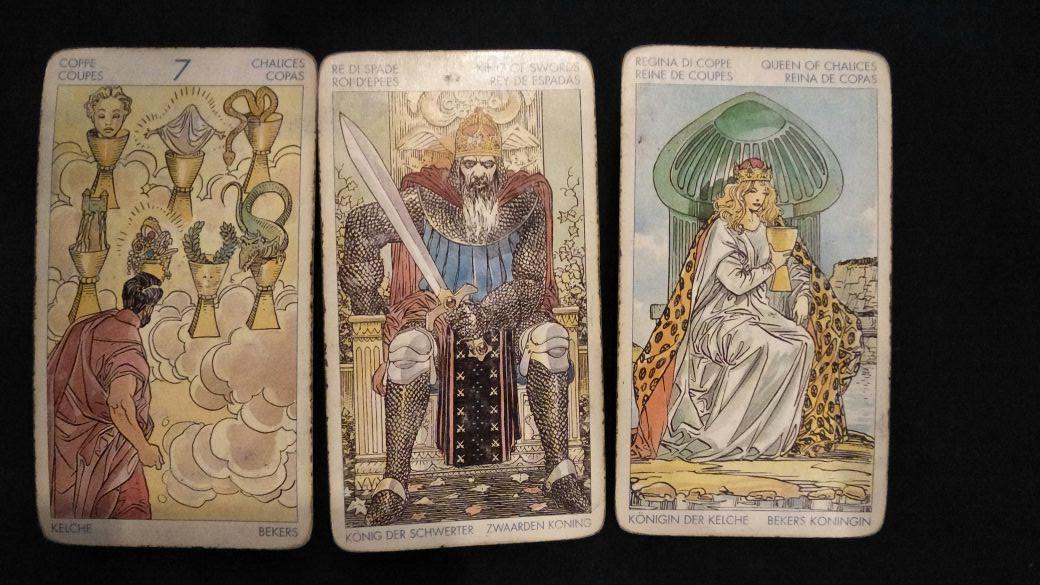 Tebaran kartu tarot hari ini oleh Lidia Pratiwi. (Sumber foto: Lidia Pratiwi/Bintang.com)