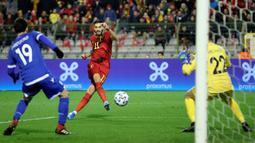 Winger timnas Belgia, Yannick Ferreira Carrasco, mencetak gol keempat untuk timnya ke gawang Siprus pada laga Grup I Kualifikasi Piala Eropa 2020 di Cardiff City Stadium, Selasa (19/11/2019). Timnas Belgia memetik kemenangan telak dengan skor 6-1 kala menjamu Siprus. (AP/Francisco Seco)