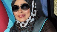 Muzdalifah akhirnya diputuskan bercerai dari Nassar oleh Pengadilan Agama Tangerang, Selasa (6/10/2015). [Foto: Faisal R. Syam/Liputan6.com]