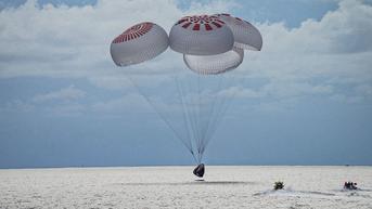 Awak Sipil Inspiration4 SpaceX Kembali ke Bumi Usai Jalani Misi Tiga Hari