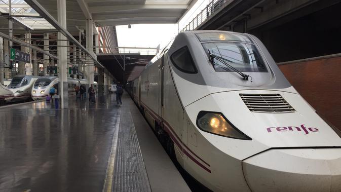 Kereta cepat Renfe Ave, mampu melaju hingga 300 km/jam menjadi salah satu moda transportasi andalan kota Madrid (Marco Tampubolon/Liputan6.com)