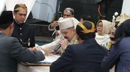 Pernikahan pedangdut Selvi Kitty dan Rangga berlangsung di Omah Pawon, Ampera, Jakarta Selatan. Prosesi akad nikah berlangsung khidmat dengan dihadiri keluarga dan orang-orang terdekat. (Adrian Putra/Bintang.com)