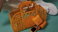 Koleksi tas dari Fendi berbahan 100 persen plastik daur ulang. (dok. Instagram @fendi/https://www.instagram.com/p/CN7XIVIlTZX/)