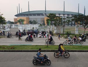 Kawasan Lingkar Stadion Pakansari Tetap Dipenuhi Warga