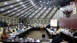 Suasana Rapat Gabugan MPR RI di Kompleks Parlemen, Jakarta, Rabu (21/3). Rapat yang dihadiri Ketua-Ketua Fraksi MPR dan Pimpinan MPR membahas tentang Pembahasan Tindak Lanjut UU no. 2/2018. (Liputan6.com/JohanTallo)