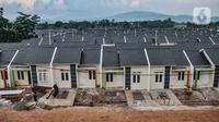 Suasana perumahan subsidi di kawasan Klapanunggal, Kabupaten Bogor, Jawa Barat, Rabu (16/6/2021). Bantuan pembiayaan perumahan subsidi sebagai upaya memenuhi kebutuhan hunian layak terutama bagi masyarakat berpenghasilan rendah (MBR). (merdeka.com/Iqbal S. Nugroho)