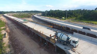 Proses pembangunan jalan tol Balikpapan-Samarinda. (Dok Jasa Marga)