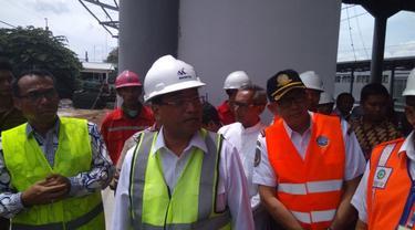 Menteri Perhubungan Budi Karya Sumadi sambangi Stasiun Batu Ceper Kota Tangerang, untuk mengecek persiapan jalur Kereta Bandara Soekarno Hatta.