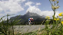 Pebalap Belanda, Tom Dumoulin, beraksi di Etape 18 Tour de France yang menggelar nomor individual time-trial berjarak 17 km antara Sallanches dan Megeve, Prancis, (21/7/2016). (AFP/Kenzo Tribouillard)