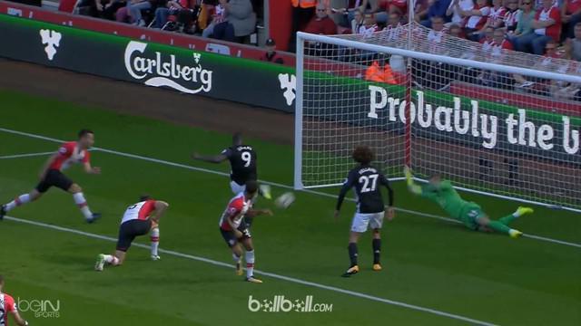 Manchester United menang tipis atas Southampton 1-0, Sabtu (23/9/2017). This video is presented by Ballball