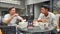 Dua pemain Persib Bandung, Kim Jeffrey Kurniawan dan Febri Hariyadi. (Bola.com/Erwin Snaz)
