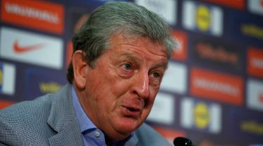 Pelatih timnas Inggris, Roy Hodgson memberikan keterangan pers terkait skuad Inggris pada Piala Eropa 2016 di Stadion Wembley, Inggris (16/5). Terdapat 31 pemain skuad timnas Inggris yang akan berlaga di Piala Eropa 2016. (Reuters/Andrew Couldridge)