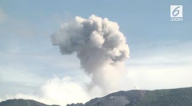 Gunung Ibu di Halmahera Barat, Maluku Utara meletus. Letusan Gunung Ibu membuat warga harus menjauhi radius 2 kilometer dari area gunung agar aman.