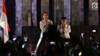 Capres Joko Widodo dan Cawapres Ma'ruf Amin menyapa relawan di Tugu Proklamasi, Jakarta, Jumat (21/9). Jokowi dan Ma'aruf Amin Akan menuju ke KPU untuk mengambil nomor urut Pilpres pasangan Capres dan Wapres periode 2019-2024. (Merdek.com/Imam Buhori)