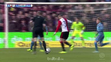 Berita video eks striker Manchester United, Robin van Persie, memberi kemenangan bagi Feyenoord. This video presented by BallBall.