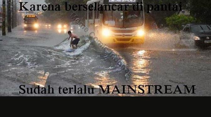 Jakarta yang sedang kebanjiran, oleh beberapa onliner dijadikan bahan untuk  membuat karya yang kreatif.