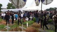 Suasana Pemakaman Glenn Fredly [Foto: Mata Mata]