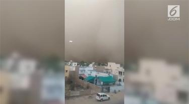 Badai pasir menghantam India Utara dan memakan korban 100 orang lebih tewas.