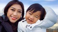 Aliya Rajasa dan sang putri, Gayatri Idalia Yudhoyono. (dok. Instagram @ruby_26/https://www.instagram.com/p/Br3TDJlAOTW/Putu Elmira)