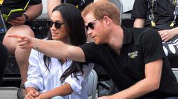 Pengumuman mundur sebagai anggota senior keluarga Kerajaan Inggris tersebut diungkapkan Pangeran Harry dan Meghan Markle pada Rabu (8/1/2019) waktu setempat melalui media sosial Instagram, @sussexroyal. (Nathan Denette/The Canadian Press via AP, FILE)