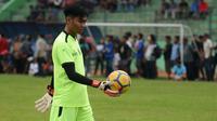 Kurniawan Kartika Ajie dalam sesi latihan perdana Arema, Kamis (10/1/2019) di Stadion Gajayana, Malang. (Bola.com/Iwan Setiawan)