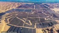 Pambangkit listrik tenaga surya di Kubuqi, Mongolia Dalam, Tiongkok (Sumber: Guiness World Record)