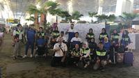 Atlet dan ofisial peserta Asian Para Games 2018 berfoto di depan Wall of Fame di Bandara Soekarno Hatta, Tangerang, Selasa (16/10/2018). (Inapgoc)