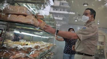 Anies Baswedan Mampir ke Toko Roti Tertua di Jakarta, Berdiri Sejak 1936