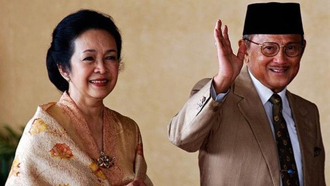 Selendang Ainun Dipakai BJ Habibie Hingga Akhir Hayat - Liputan6.com
