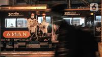 Kereta Commuter Line (KRL) berhenti di Stasiun Manggarai, Jakarta, Selasa (12/1/2021). Selama PSBB di DKI mulai 11-25 Januari, PT Kereta Commuter Indonesia (KCI) memangkas jadwal operasional KRL menjadi pukul 04.00 WIB hingga 22.00 WIB guna menekan penularan Covid-19. (merdeka.com/Iqbal Nugroho)