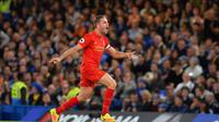 Kapten Liverpool, Jordan Henderson saat ini menjadi pemimpin klasmen sementara pemain yang paling banyak melakukan operan yaitu sebanyak 765 kali hingga pekan ke-9 Premier League. (AFP/Glyn Kirk)