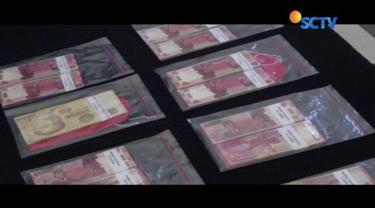 Polisi menangkap lima pelaku pemalsuan uang di Bogor, Jawa Barat, dengan barang bukti Rp 6 miliar.