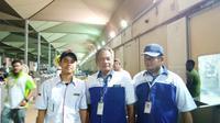 Petugas penangan koper jemaah haji Indonesia. (www.haji.kemenag.go.id)