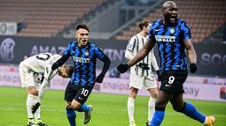 Ada dua sosok yang cukup menyedot perhatian di balik kemenangan tiga gol tanpa balas tersebut yaitu Lautaro Martinez dan Romelu Lukaku. (AFP/Miguel Medina)