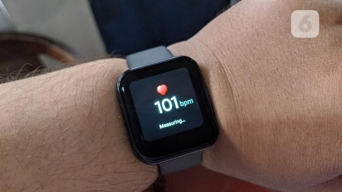 Sensor detak jantung di Realme Watch. (Liputan6.com/ Yuslianson)