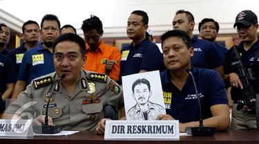 Direktorat Reserse Kriminal Umum (Dirkrimum) Polda Metro Jaya, berhasil mengungkapkan kasus pembunuhan keji yang menewaskan Ibu dan anak di Penggilingan, Cakung, Jakarta Timur, Jumat (16/10/2015). (Liputan6.com/Yoppy Renato)