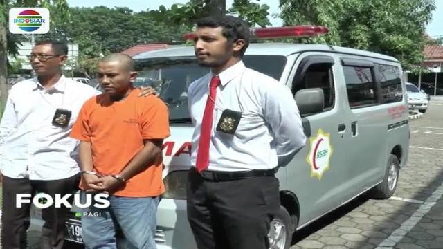 Sorang pria nekat mencuri mobil ambulans yang terpakir di sebuah rumah sakit di Kendal, Jawa Tengah. Pelaku mengaku mencuri dalam kondisi mabuk akibat sejenis jamur.