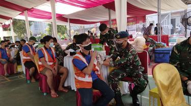 Ribuan warga binaan Rutan Klas I Tangerang mengikuti vaksinasi Covid-19
